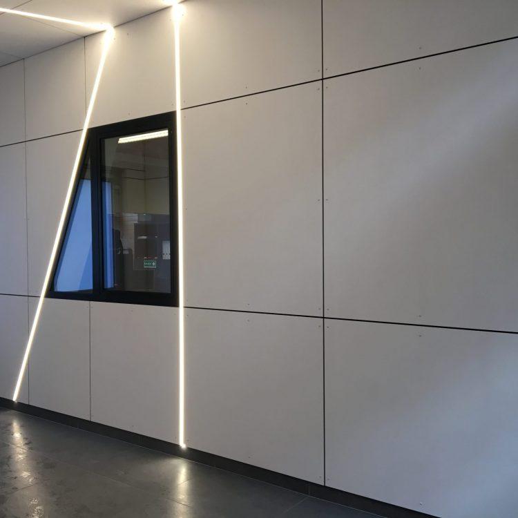 Project St-Ursulaschool Wilrijk: inkomhal bekleed met eternit