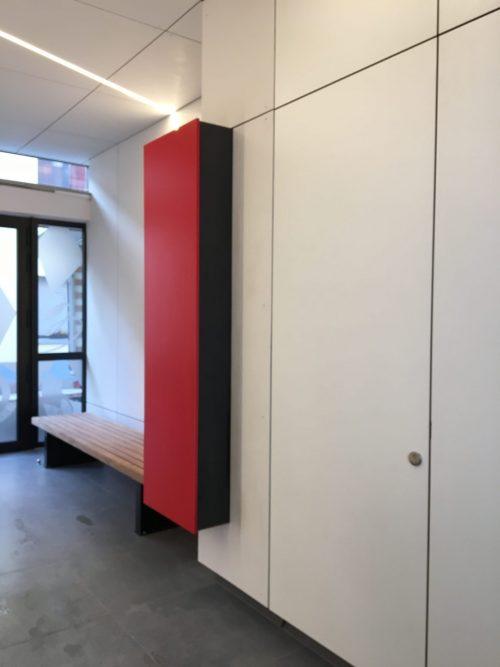 Eternit muur-en plafondbekleding met blinde deur