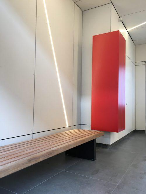 Eternit muurbekleding met ledverlichting en infozuil