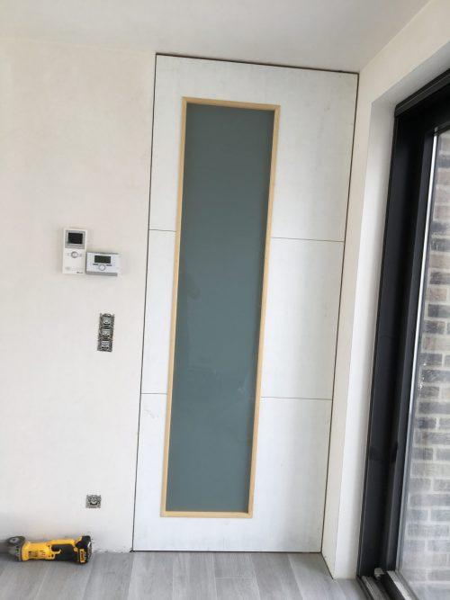 Pivoterende deur met glas A